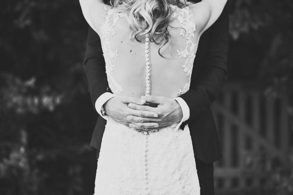 Romantic Black and White Wedding Photo - www.helloromance.co.uk