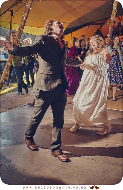 Fun first dance wedding photo - www.helloromance.co.uk