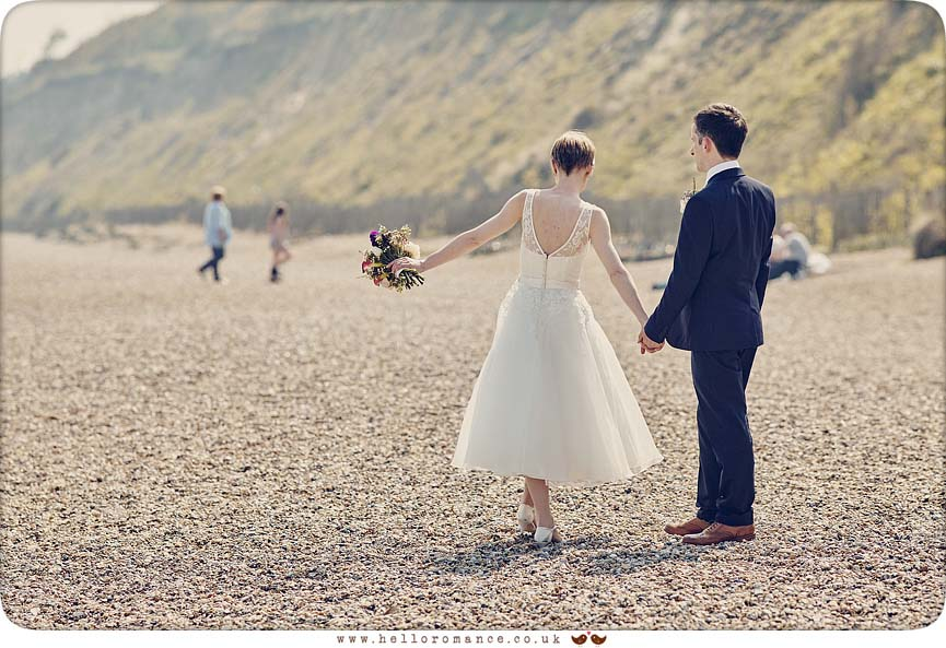 Cute beach wedding photos - www.helloromance.co.uk