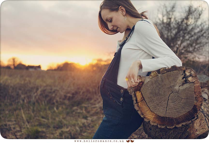 Rustic pregnancy photos in field - www.helloromance.co.uk