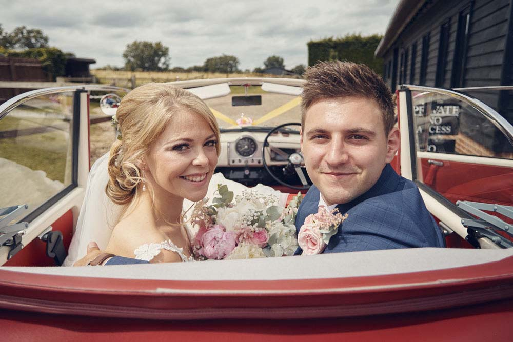 Bride and groom in Morris 1000 - www.helloromance.co.uk