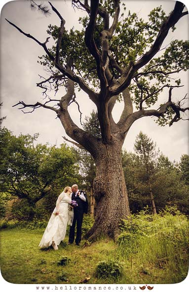 Cute English Wedding Photos Suffolk Vintage Toned Tree Kiss Suffolk - Hello Romance
