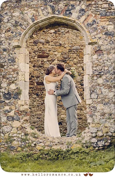 Dunwich Greyfriars Monastery bride and groom photoshoot - www.helloromance.co.uk